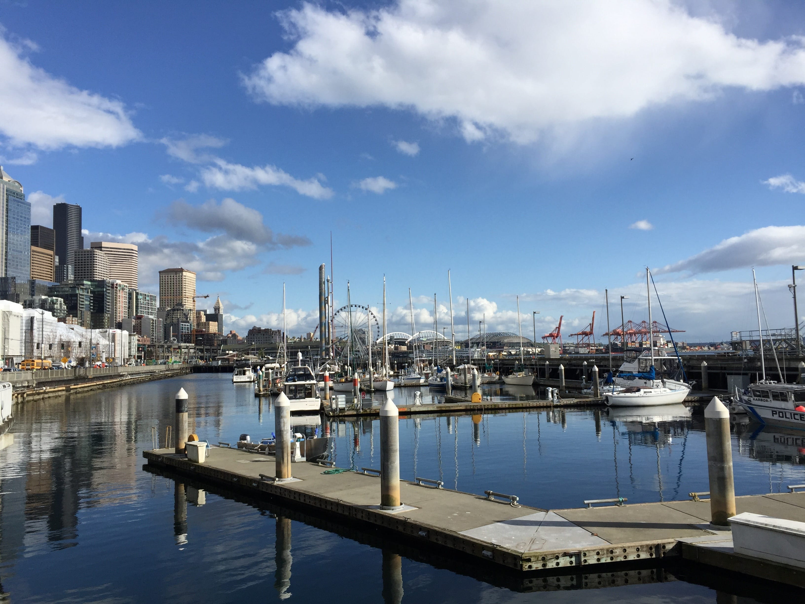 As our time in Seattle was coming to an end, we made sure to take a long walk by the water to check out the famous harbors of Seattle.